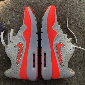 NIKE AIR MAX : neon orange running shoes 8